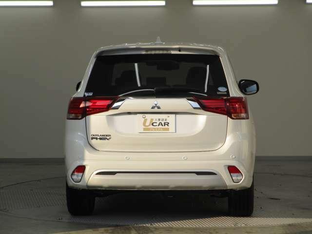 アウトランダーPHEVなら車両に搭載されている駆動用バッテリーから最大1500Wの電気を給電!V2H機器と接続すれば約1軒分の電力(最大6KVA)を給電