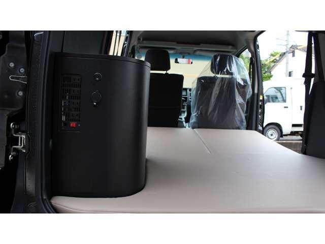万が一の災害時にも安心!様々な家電製品が2000Wまで気軽にご使用できます。万が一の災害時でも安心です!乗車定員4人・就寝2人!メーカーオプションセカンドシート上部2分割仕様