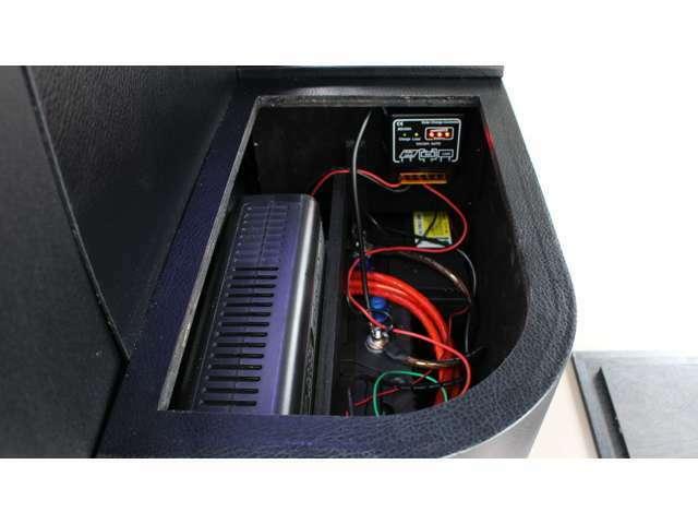 2000W出力インバーター(ネクストキャンパーオリジナル)・AC100Vコンセント4個・DC12Vソケット・USBポート・LEDスイッチ・走行充電装置(リレー式・自動充電システム・保護機能内蔵)・サブバッテリー増設
