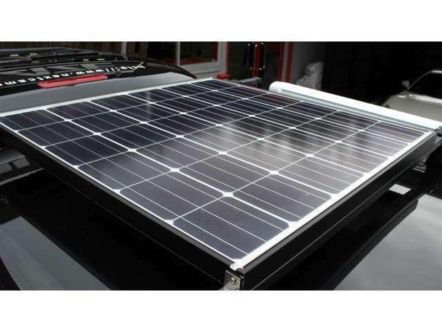 メーカーオプションパナソニック製120Wソーラーパネルセット・ソーラーチャージコントローラー付き・メーカーオプションサブバッテリー増設ツインサブバッテリー付き