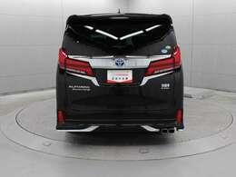 駐車場などにおけるアクセルペダル踏み間違い時の衝突被害軽減に寄与する先進の安全機能インテリジェントクリアランスソナー[パーキングサポートブレーキ(静止物)]が装着されています。