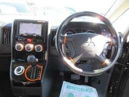 ステアリング回りもとても綺麗なコンディションになります♪ アクティブギア専用インテリアで、よりお洒落なインテリアとなります♪ 革巻きステアリング付きでグリップ感もよく、ドライブをサポートしてくれます♪