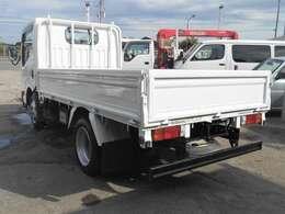 車両外寸、長さ468cm、幅169cm、高さ199cm。 車両総重量4235kg  4ナンバー小型貨物登録のトラックです。