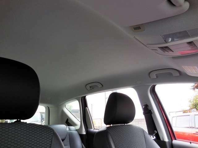 禁煙車でしたので、天井のヤニ汚れ等はありません。
