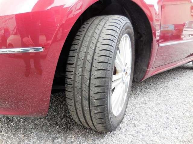 タイヤの山は6割ほどです。乗り方にもよりますが、次回車検まで交換しなくて済むかも!?