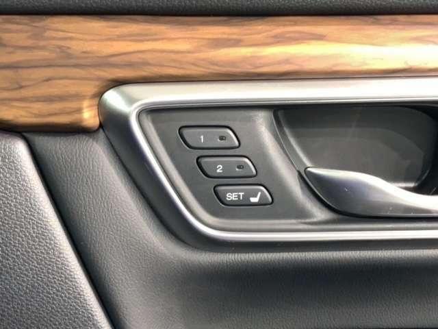運転席シートはパワーシートになってます。運転席のポジションを快適な位置に調整できますよ。