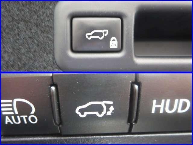 ★パワ-バックドア★運転席とリヤゲ-ト側にあるスイッチを押すとバックドアが自動で開閉します。後方を良く確認してから作動して下さい。