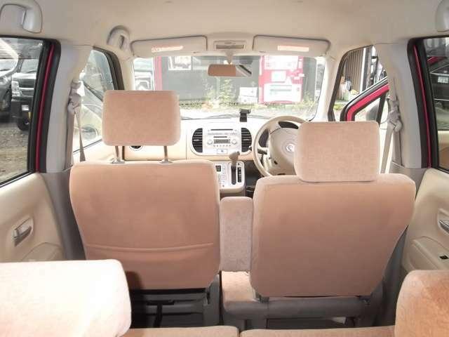後部座席から見た景色はこのようになっております。ドライブでは景色を満喫できますね♪