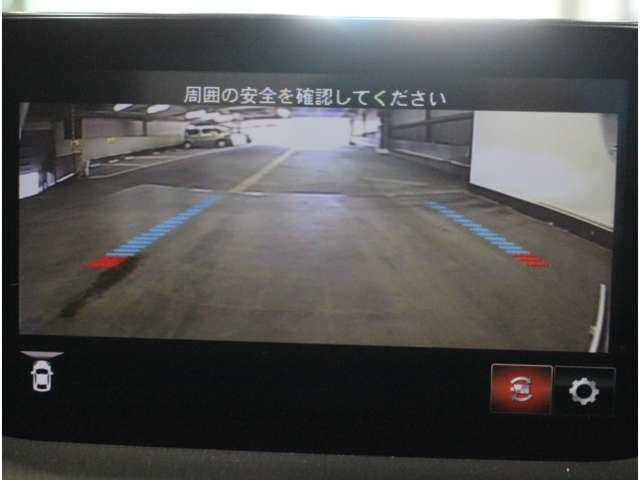 【全周囲カメラ】車両の周辺360度を見渡すことができ、死角をなくせます。