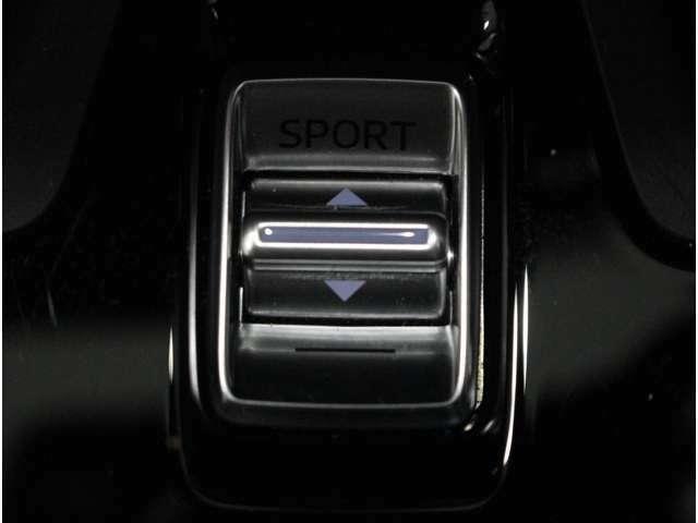 【ドライブセレクションスイッチ】車両の走行モードを切り替えます。スポーツモードを選択すると、アクセルペダルを踏み込んだときの車両応答性が高められます。