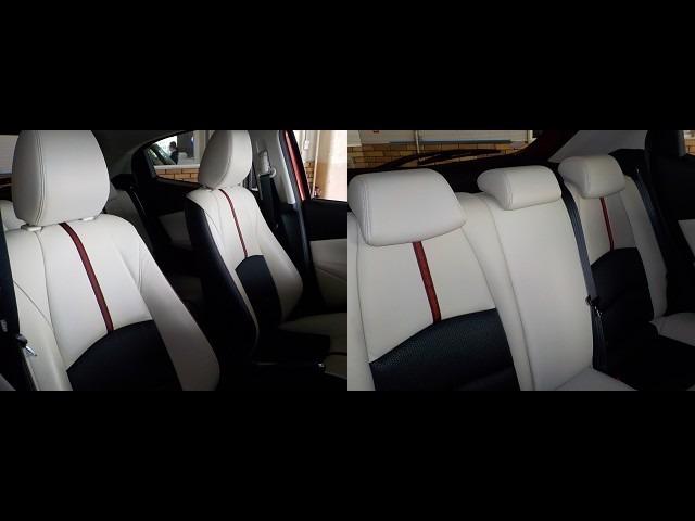 運転席&助手席、後部座席のシートの様子をご確認ください!白内装がオシャレでしょ♪