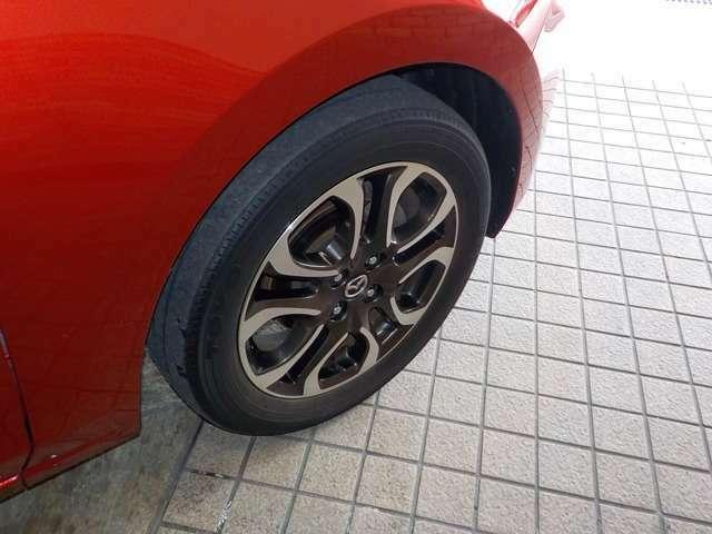 純正のアルミホイールと現在のタイヤの目の状態をご確認ください!