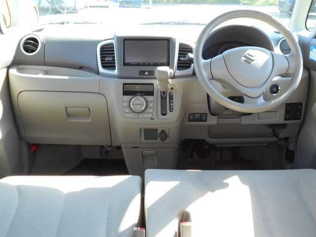 運転席、ダッシュボード周りも丁寧に扱われております。