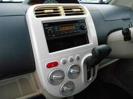 CDチューナー付きです。ナビゲーションや、オーディオの取り付けに関しては、スタッフまで、お気軽にご相談ください。