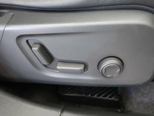 ◆メモリー機能付フルパワーシート『ドライバー二名までのシートポジションを記憶するメモリー機能付きのフルパワーシートを装備します。ご家族でのご使用をお考えの方にもぜひおすすめさせていただきます。』
