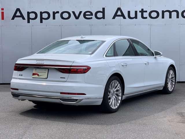 当社社有車のA8 60TFSIクワトロになります。外装 ホワイトで内装シートが ブラウンのおしゃれなA8です。走行5800kmと大変少なく レザーシートの傷みなどほとんどなく 大変きれいな車両です。宜しくお願い致します