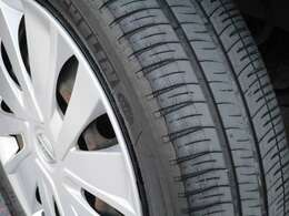 タイヤのゴム溝しっかりありますね。