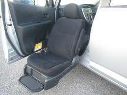 ◆ウェルキャブ(助手席リフトアップシート車Bタイプ)・助手席電動リフトアップシート・電動車椅子用固定装置(ハッチバック内)