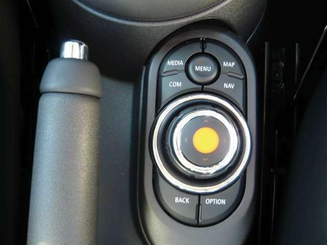 Street Style 16インチビクトリースポークブラックアロイホイール/レザレットシート/シートヒーター付/LEDヘッドライト/LEDフロントフォグランプパッケージ