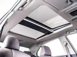 ★人気装備のサンルーフが付いています!上下チルトに前後スライド機能が付いていますので、様々なドライブシーンで活躍してくれます!!開放感ある車内空間は気持ちがいいですよ!是非体感してみて下さい!