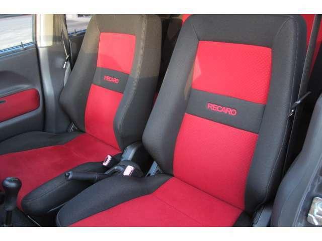 助手席のシートもキレイで座り心地も◎です!