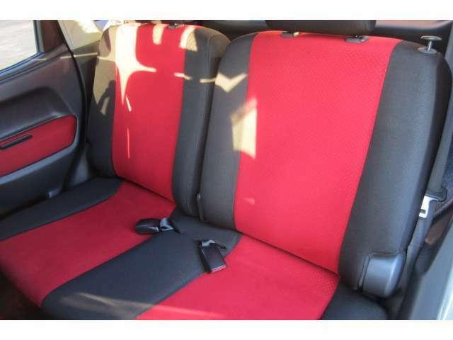 後部座席も大人の方でもストレス無くお乗り頂ける空間です!