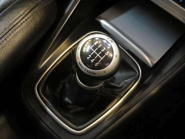 最大の魅力の一つ、6速マニュアルトランスミッション!そしてハルデックスカプリングを用いた4WD「4MOTION」もアピールされております!