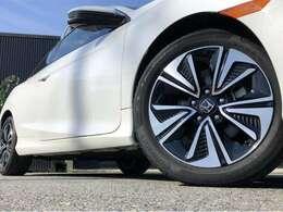 17インチコンチネンタル制タイヤ装着しています。純正ホイールですがとてもカッコいいスタイルです。