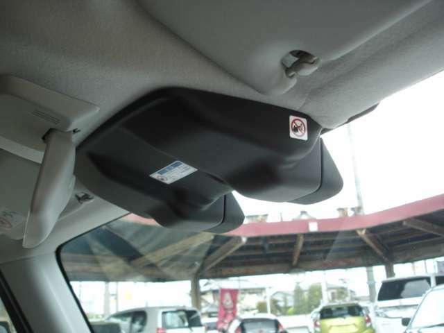 運転席上部には、デュアルカメラブレーキサポート