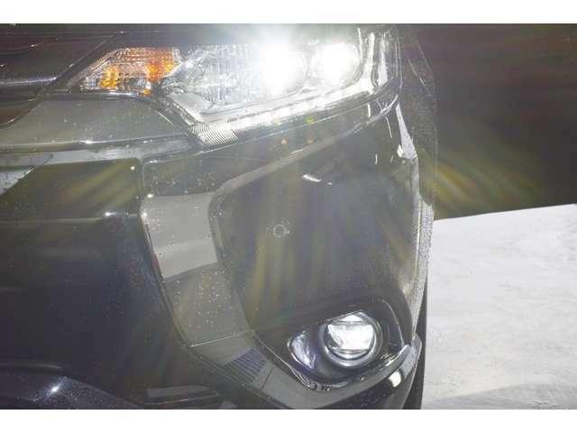 暗い夜道も明るく照らす『LEDヘッドランプ&ビルトインLEDフォグランプ』☆夜のドライブも視界は良好で安全運転の強いミカタです!
