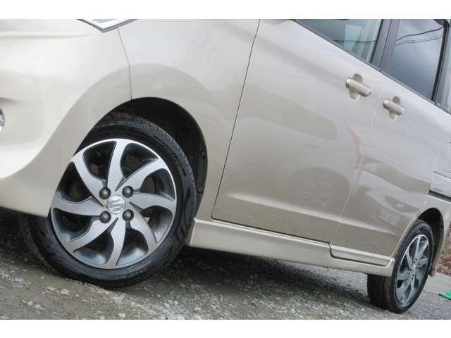 純正アルミホイール付きなのでかっこいいです!タイヤは4本とも新品に交換しています!