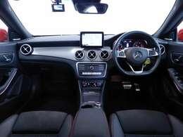 パノラミックスライディングルーフやハーマンカードンサラウンドサウンドシステム等豪華な装備が充実の『AMGプレミアムパッケージ』搭載のお車です!