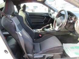 専用インテリア&専用シート付♪ ホールド性の高いシートで、運転を楽しむことができます♪