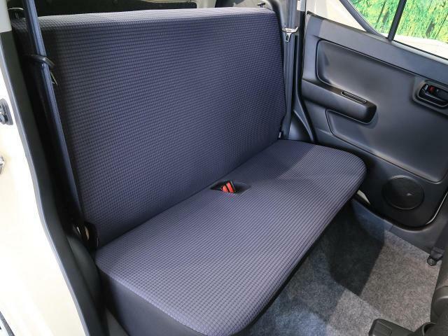 【セカンドシート】は使用感も少なくキレイな状態です!大人でも快適に乗って頂けます♪