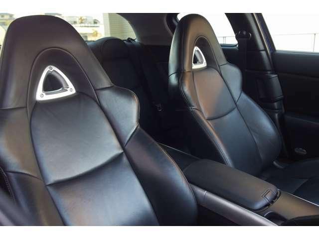 ルームクリーニング済みです。レザーシート専用の洗浄剤にて洗い保護クリームを塗り車内の汚れをスッキリ落とし清潔な車内空間を作り出しています!