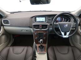 2016年モデルのV40T3SEが入庫しました!ブラウンレザーシートを装備した大変希少な1台♪さらにシートはパワーシート/シートヒーター機能付き!快適なドライブをお届けします♪是非ご覧ください!