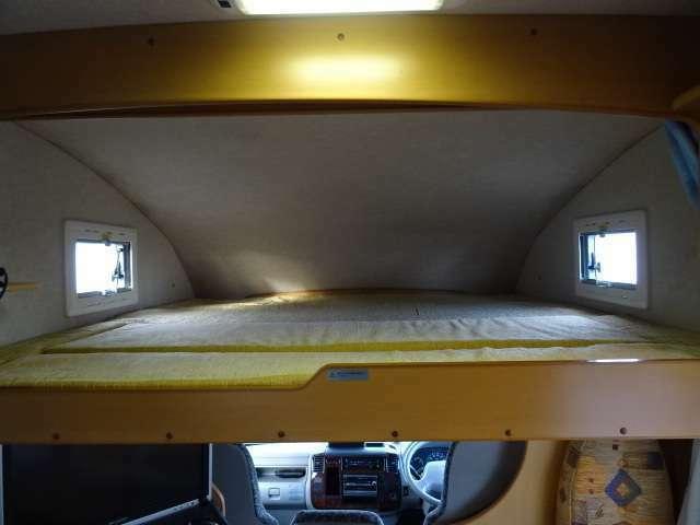 ☆バンクベッド☆「190×180」大人の方が3名就寝できるようになっております♪使用しない時は、一部簡単に収納も出来ます♪
