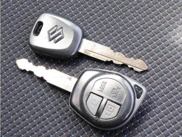 《 キーレス 》 鍵で直接閉めると鍵穴まわりが傷つきやすいですが、それも防げます♪開け閉めもらくらく!あると嬉しいスペアキーも◎