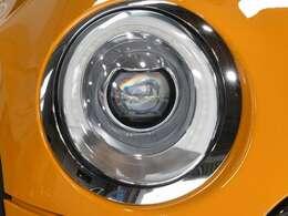 MINIらしい円形を基調とした人気オプションのLEDヘッドライトは、黄ばみや曇りもなく透き通った綺麗な状態です!写真では綺麗に見えて当然ですが、実車をご覧頂いても期待を裏切らない美しい状態です。