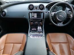 JAGUARの『XJ』を認定中古車でご紹介!希少グレードのXJR!専用チューニングの5.0リッターV8エンジン搭載!タンレザーのシートがカッコイイ1台です!