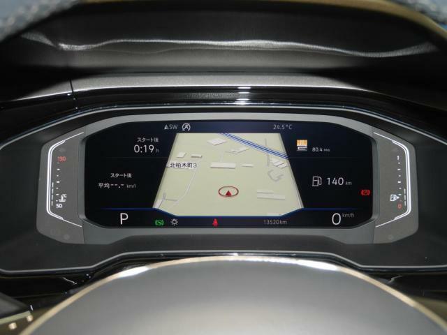 デジタルメータークラスター「Active Info Display」ナビゲーション情報をスピードメーターに映し出し、視線異動を減らし安全運転にも貢献いたします。