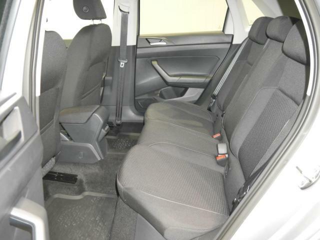ゆったり座れるリヤシート。程よい空間がドライブを心地良くしてくれます。しっかりとしたクッションで、長距離でも疲れにくいシートです。