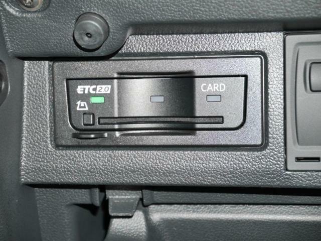 ETC2.0を、グローブボックス内にスマートに収納されています。広域な道路交通情報(交通渋滞などの情報)を取得出来ます。
