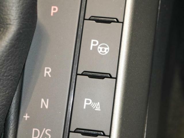 駐車支援システムや障害物を感知するシステムで、ドライバーをサポートしています。縦列駐車車庫入れの駐車時に、駐車可能スペースを検出してステアリング操作を自動で行います。