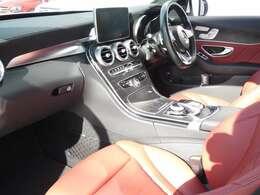 ブラックとレッド基調とした車内にブラックアッシュウッドインテリアトリムが採用されています!メルセデス・ベンツ特有の高級感を存分に堪能して頂けるインテリアになります!TEL:047-390-1919
