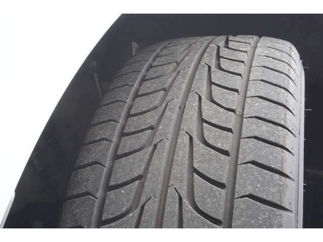タイヤの溝もたっぷりあります。