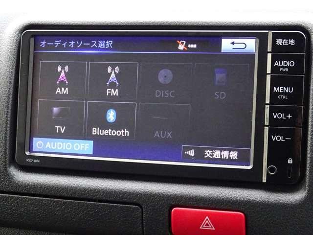 純正SDナビゲーション(NSCP-W64)が装備されています。ワンセグTV視聴+CD再生が可能です。Bluetooth対応です。