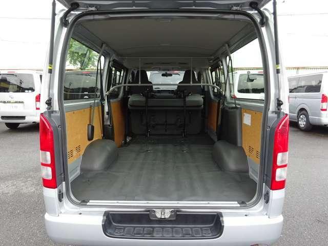 2016年6月登録/型式:CBF-TRH200V/4ナンバー(小型貨物車)/1年車検/2WD/4ドア/2000cc/ガソリン車/3[9]人乗り/リヤクーラー+リヤヒーター付