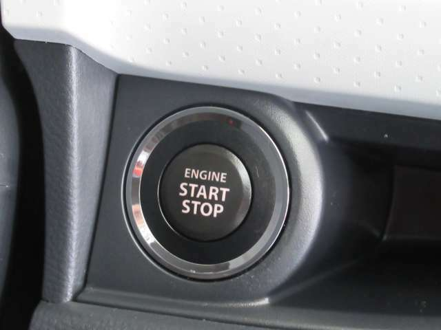 エンジンの始動や停止も、指一本でラクラク操作(プッシュエンジンスターター)