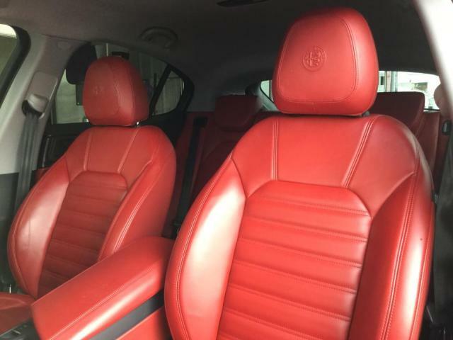 助手席も当然、綺麗・清潔に仕上げております!内装の綺麗なお車は気持ちが良いですし、コンディションのいい車が多いです!